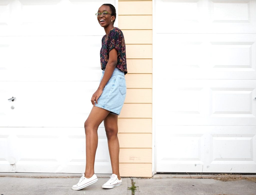 Nigerian fashion blogger Cassie Daves wearing high waisted denim mom shorts