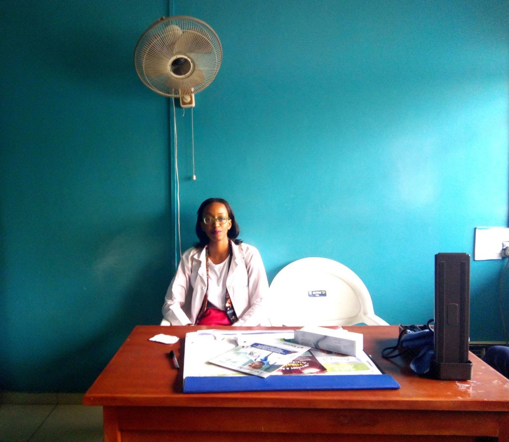 Housemanship In Nigeria (LUTH) Chronicles, Nigerian blogger Cassie Daves siting at a desk in clinic