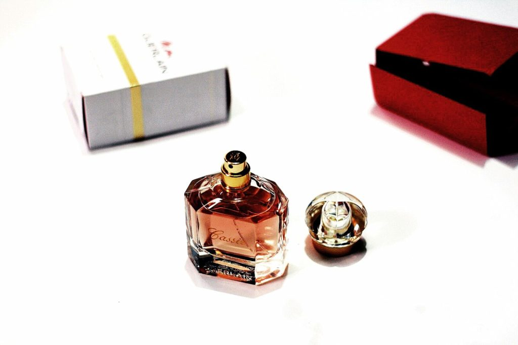 Mon Guerlain Perfume review, Mon Guerlain perfume 100ml bottle design