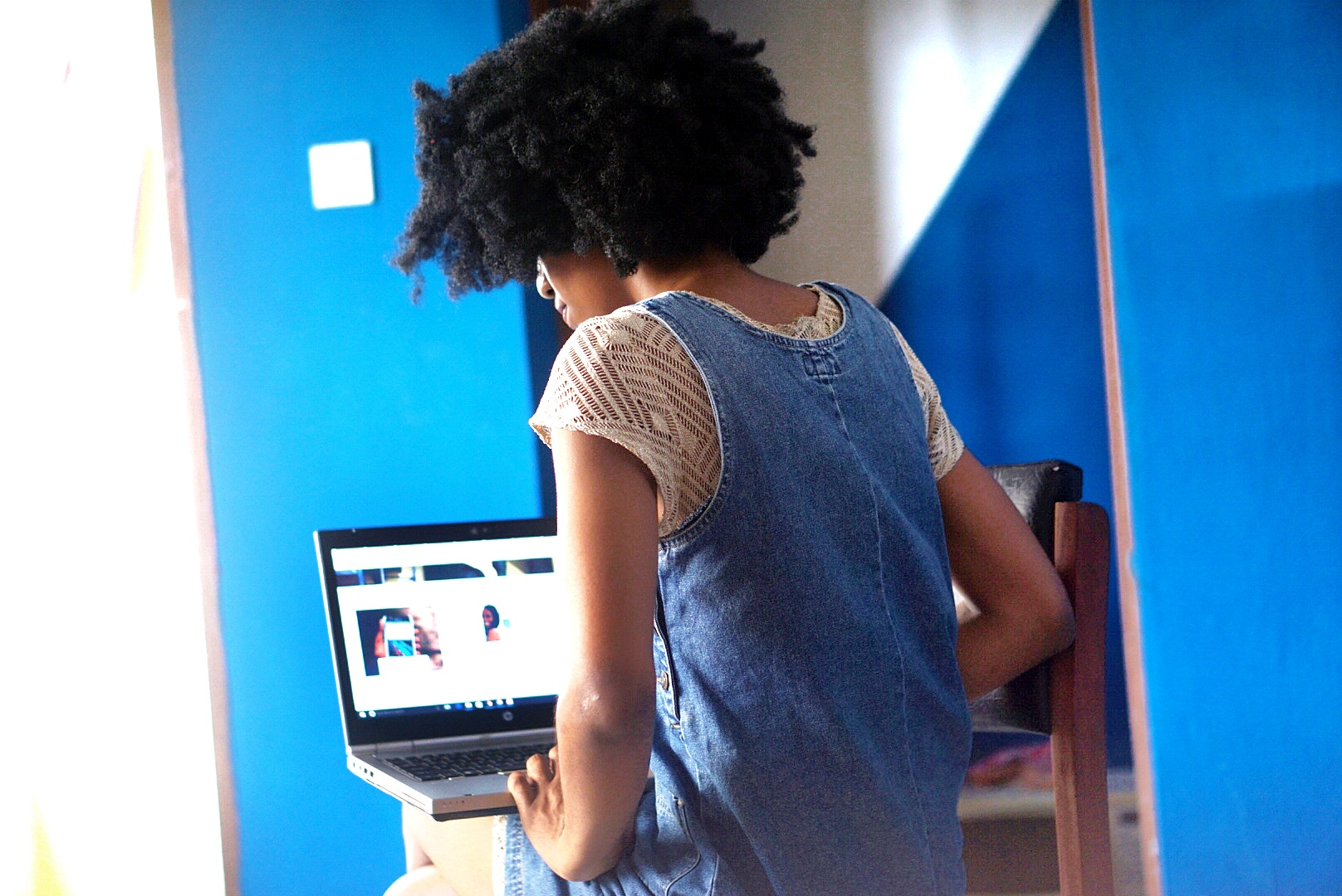 Life Lately blog post, Nigerian Fashion and lifestyle blogger Cassie Daves working on a computer