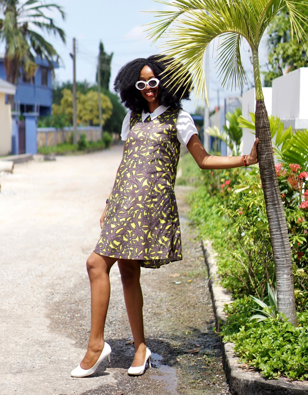 Ankara fashion, Nigeria fashion blogger Cassie daves in sleeveless ankara shift dress