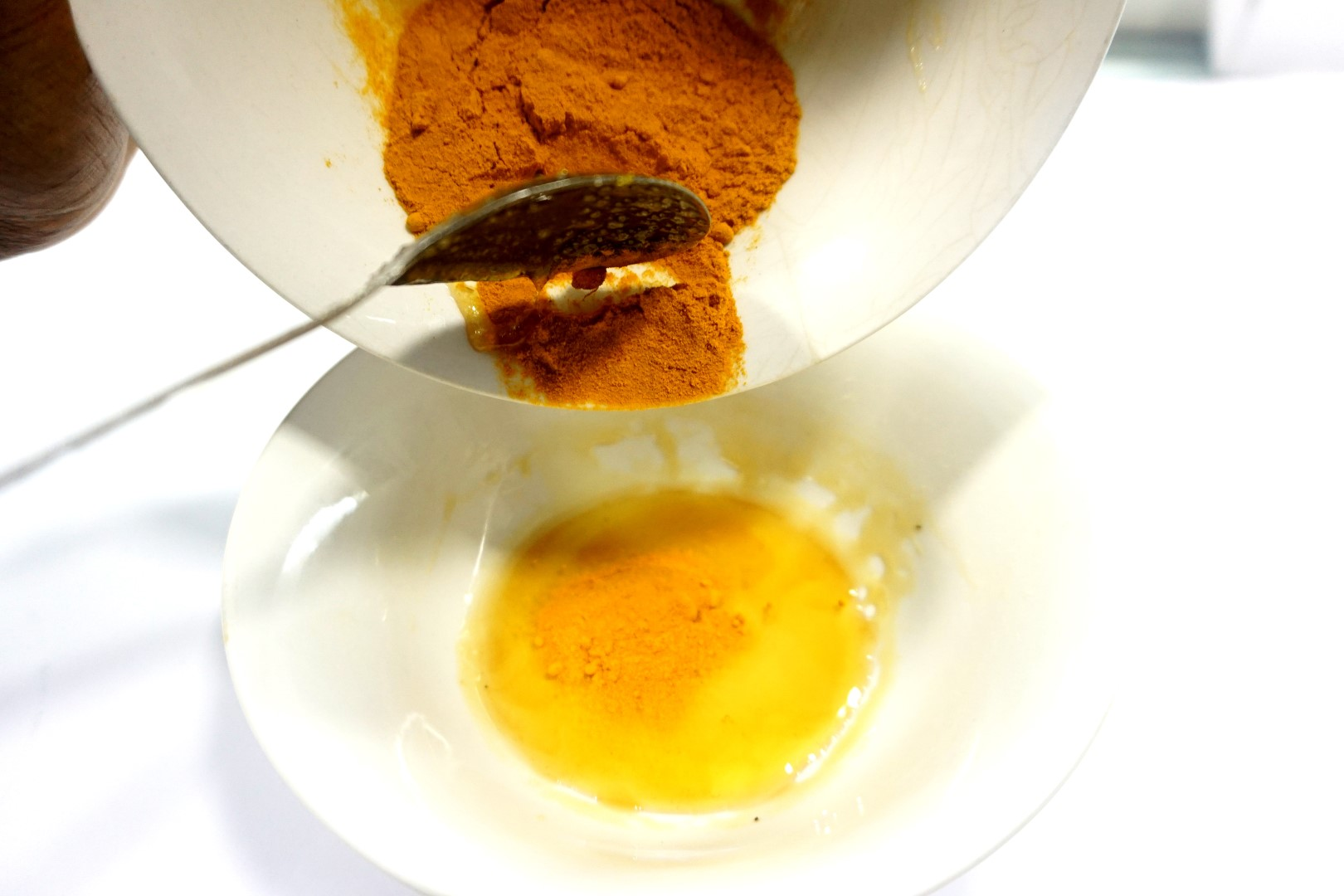 Turmeric and honey for DIY homemade face mask
