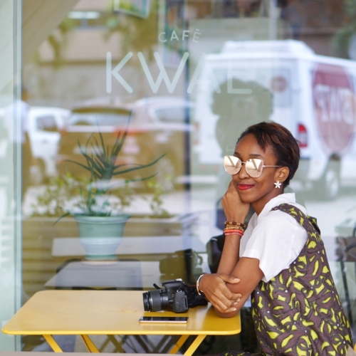 Life lessons - Nigerian blogger Cassie daves sitting at a cafe in Accra