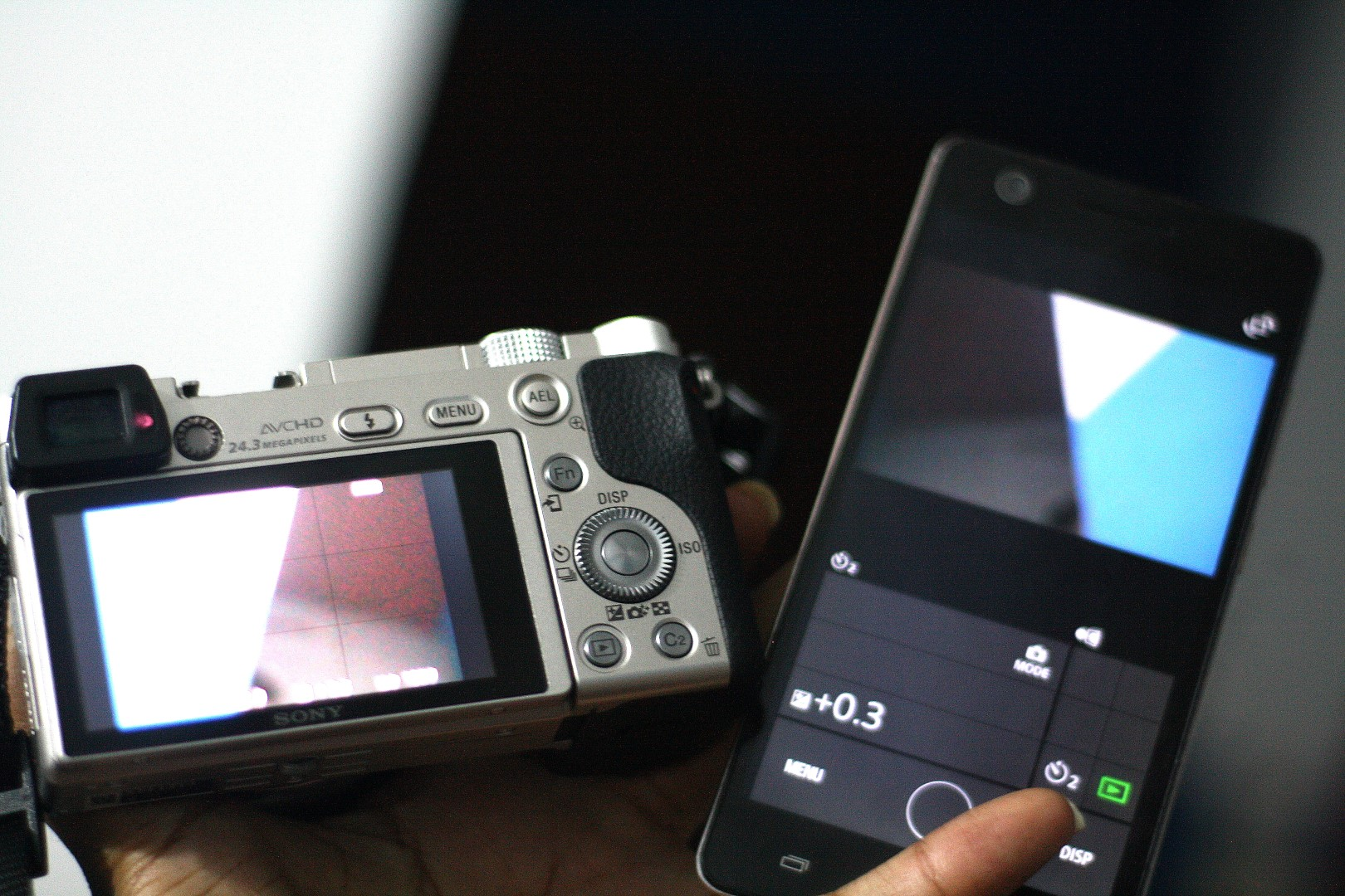 Picture showing the Sony A6000 and an infinix hot s connected together via Wifi