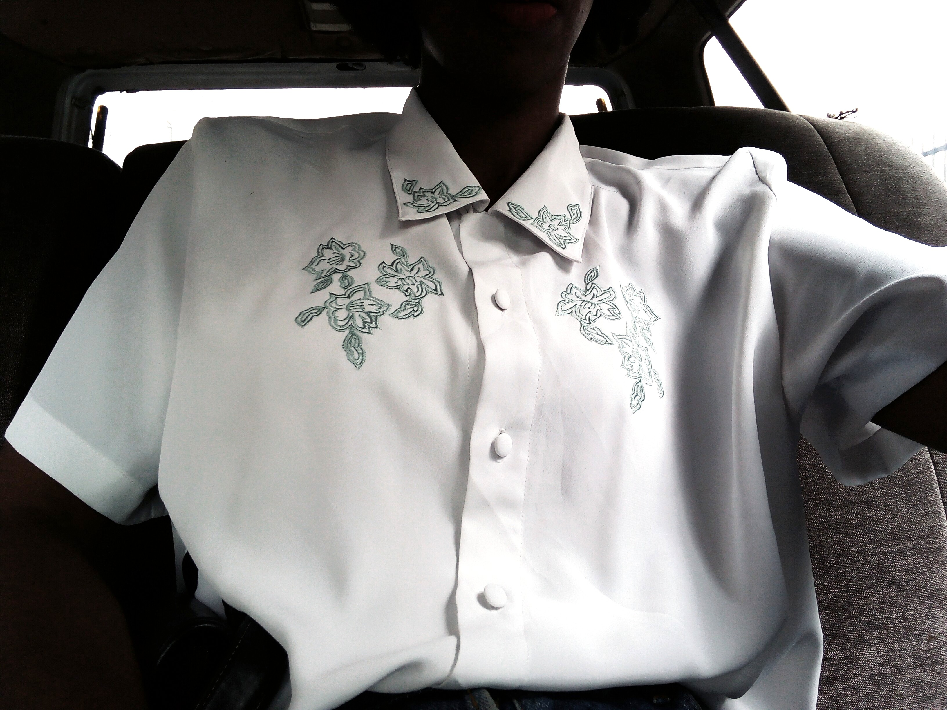 Wardrobe Essentials - Nigerian fashion blogger wearing a white vintage shirt with flowery print