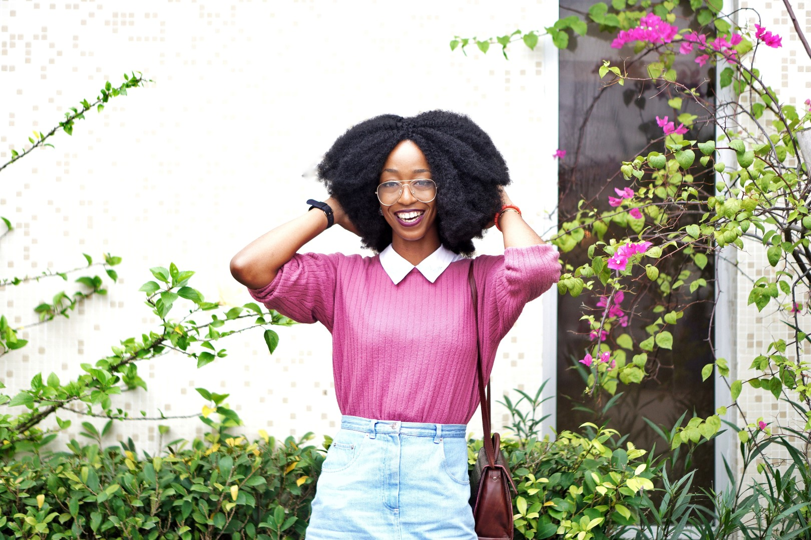 nigerian fashion blogger Cassie daves wearing a big smile, mauve sweat shirt and big fro