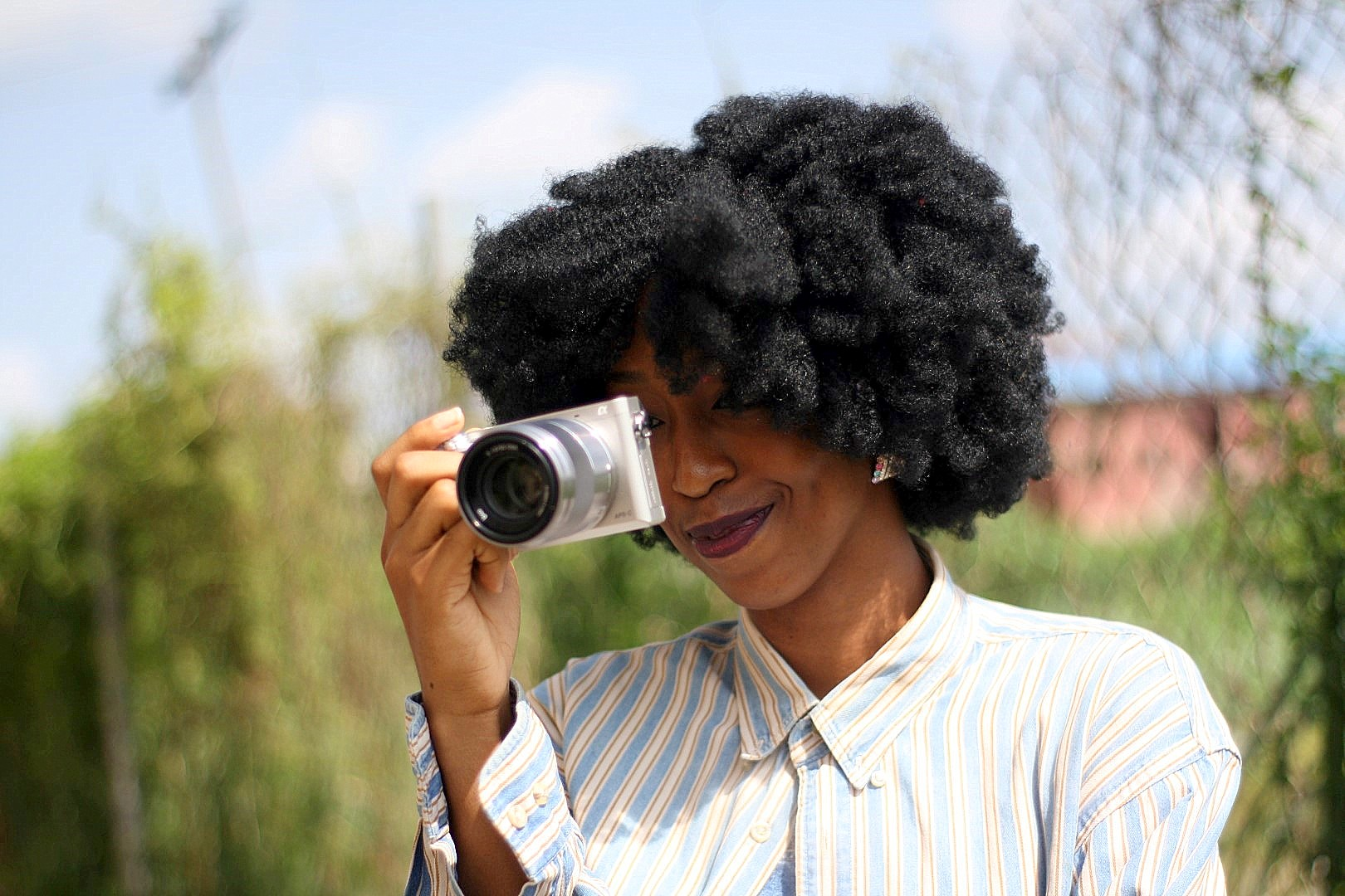 Nigerian blogger cassie daves holding the Sony a6000 camera