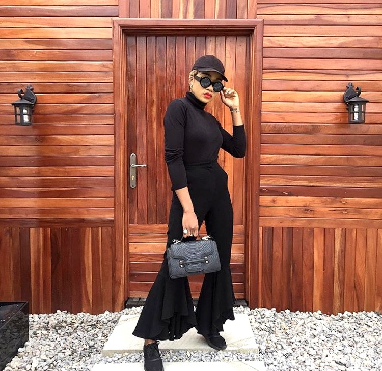 Nigerian style influencer jennifer oseh, theladyvhodka in an all black outfit
