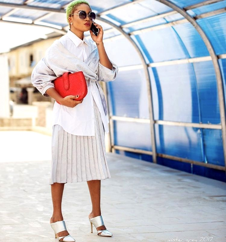 Nigerian style influencer Jennifer Oseh - Theladyvhodka in white shirt and pleated skirt