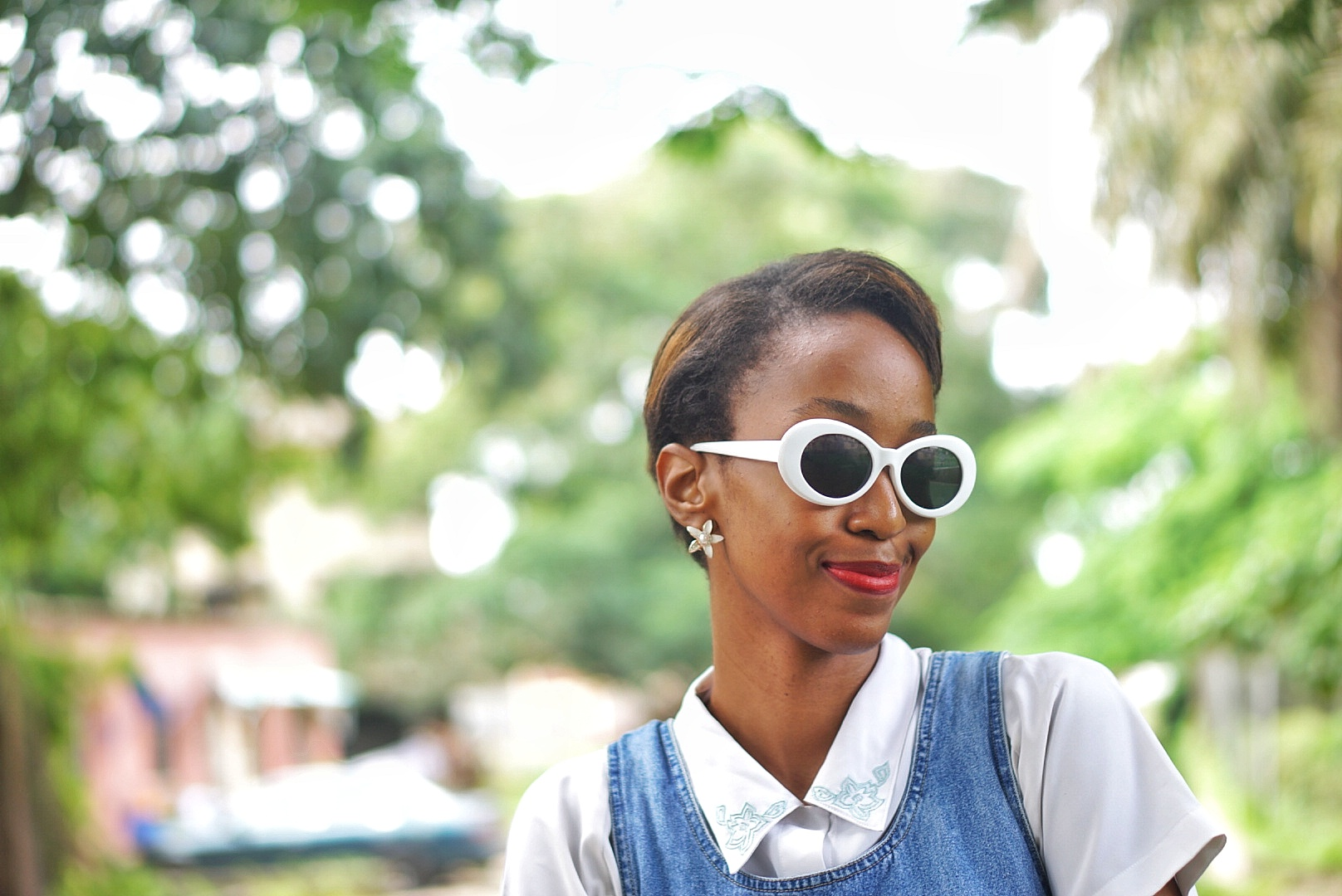 Fashion blogger Cassie Daves smiling with white kurt cobain sunshades on