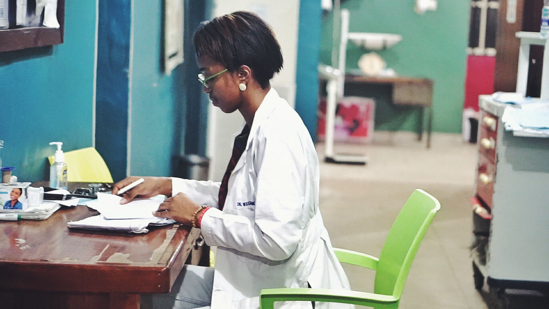 Housemanship in Nigeria - Medical doctor and lifestyle blogger Cassie Daves at CHER