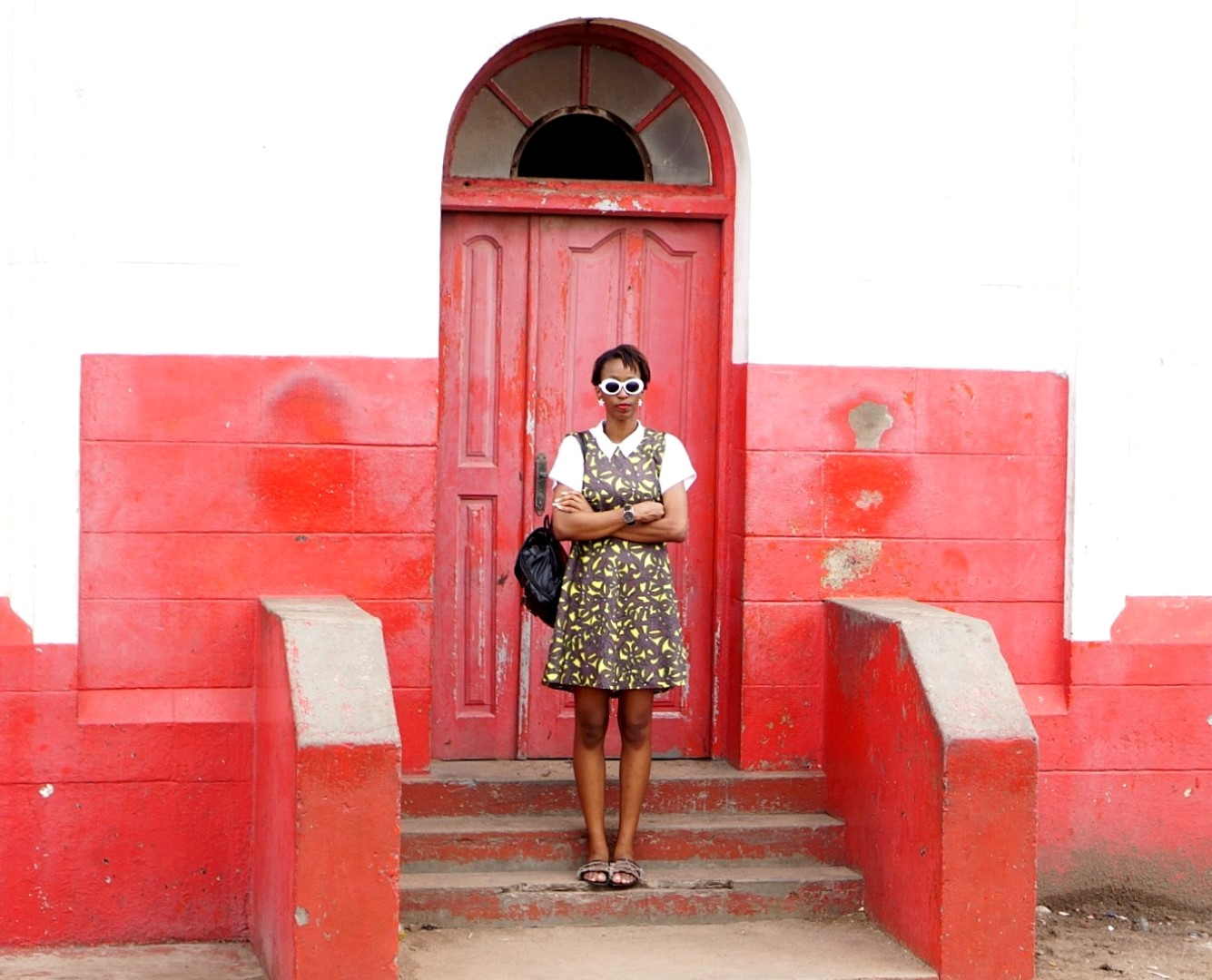Nigerian blogger Cassie Daves standing in front of the Jamestown light house Accra
