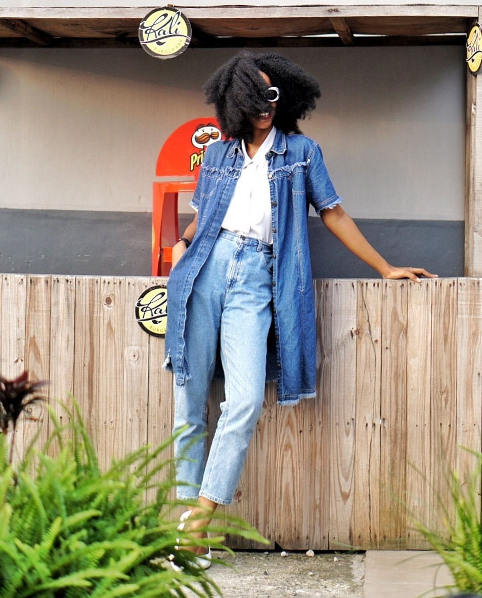 blogger cassie daves wearing denim dress and mom jeans