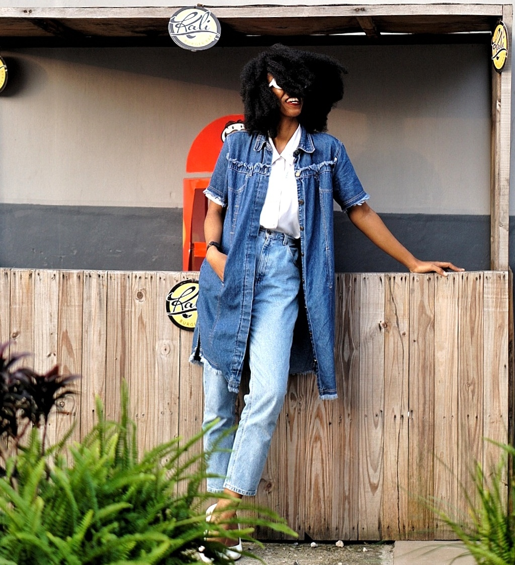 Nigerian fashion blogger cassie daves wearing denim dress and mom jeans