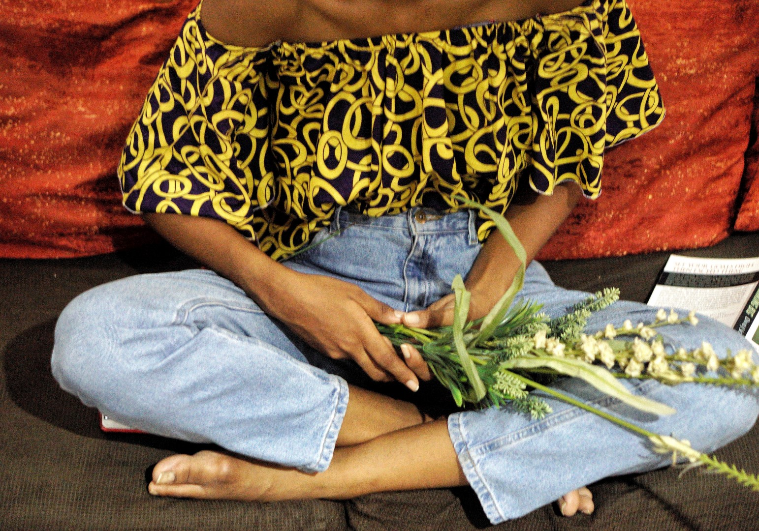 Blogger Cassie Daves holding flowers