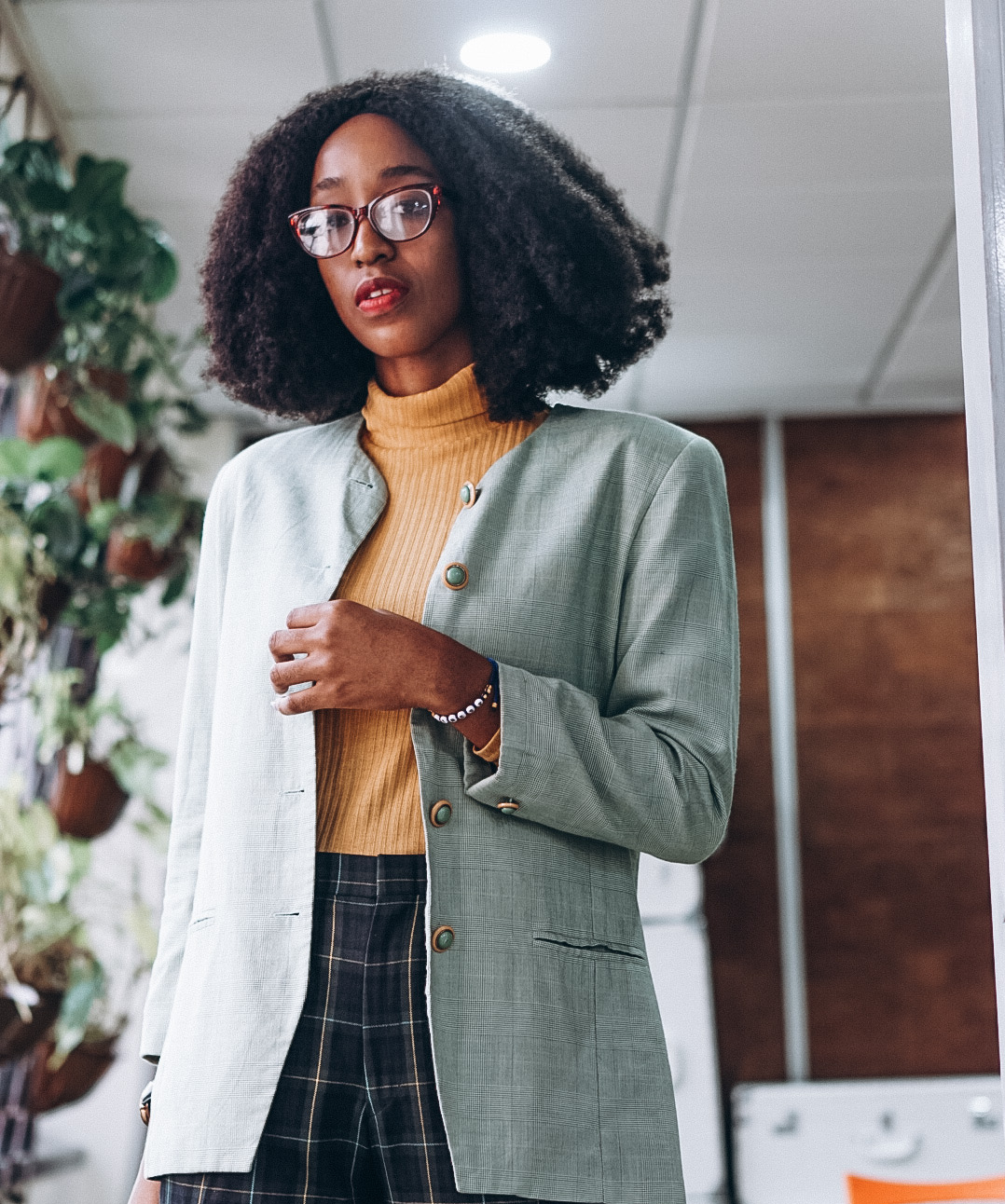 Nigerian blogger cassie daves styling the oversized blazer and turtle neck