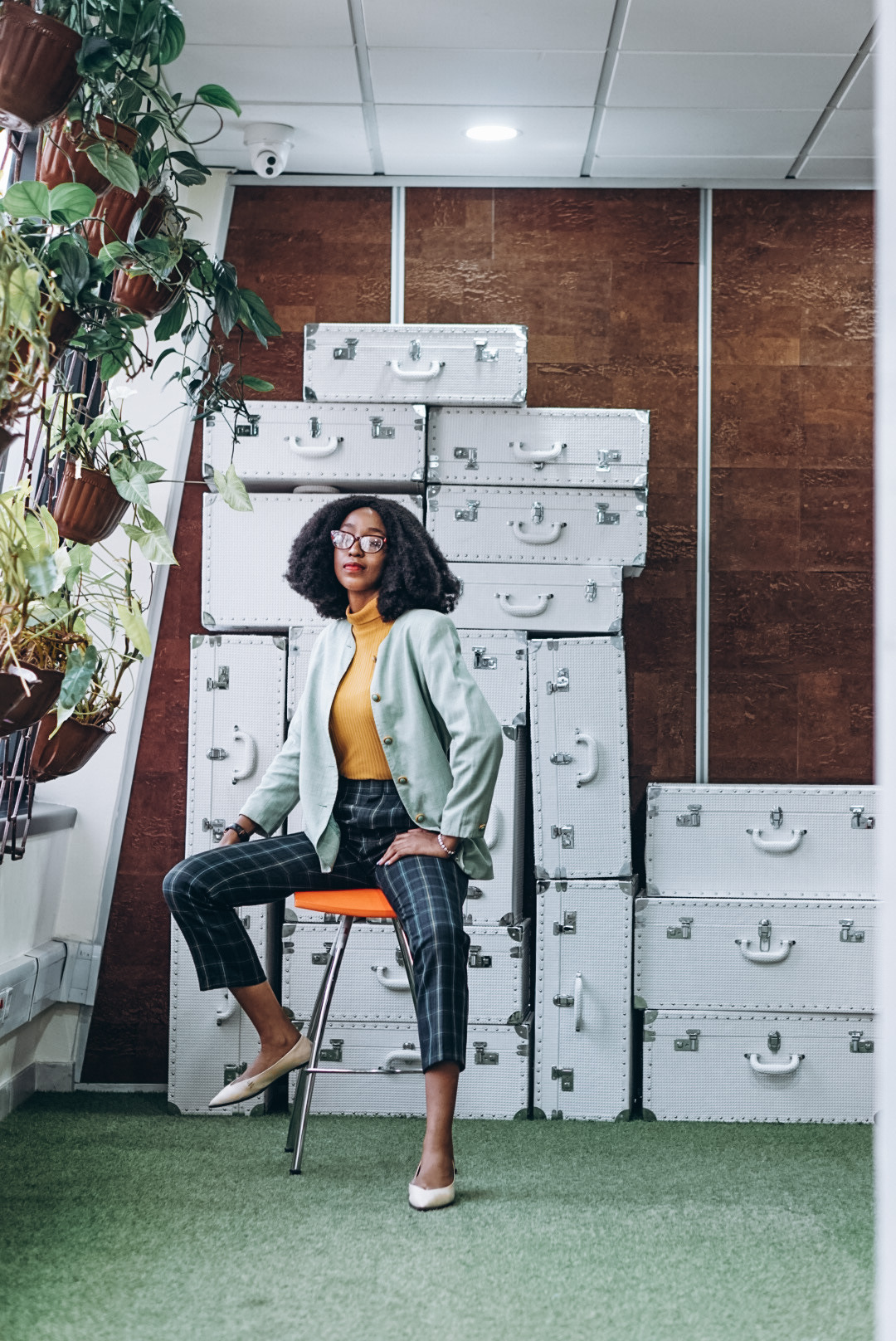 Nigerian blogger cassie daves posing in a plaid oversized blazer,  turtle neck and plaid cropped pants